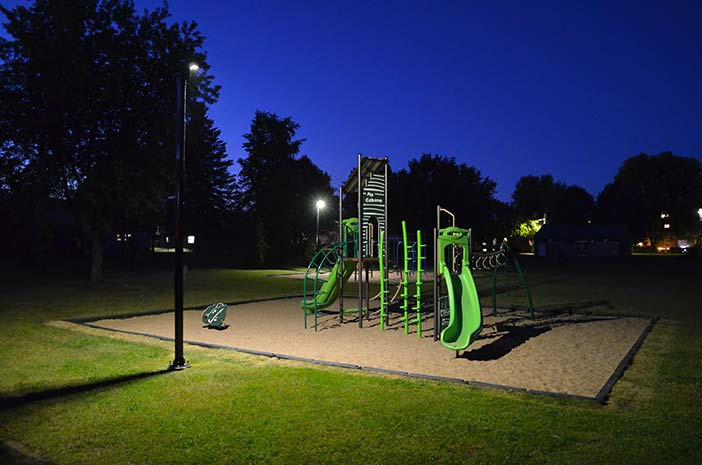 Solar luminaire for playground Canada